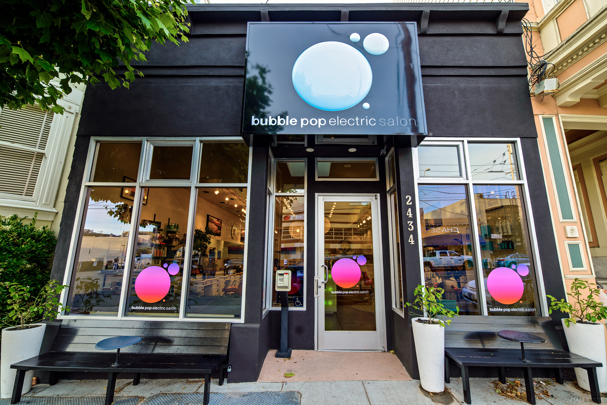 bubble-pop-electric-salon-outside